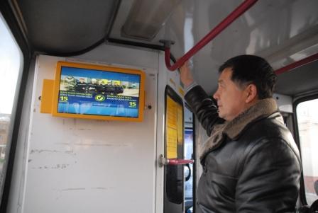 Рекламный монитор в автобусе